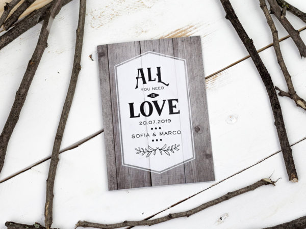 hochzeit einladung holz braun all you need is love